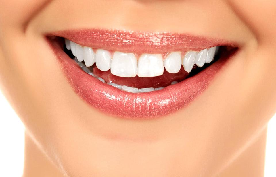 uśmiech - białe zęby